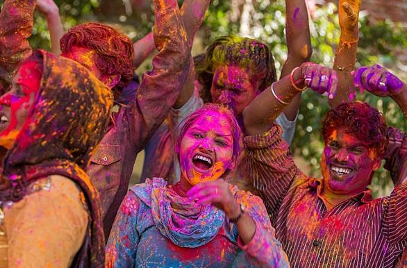 на праздник Холи в Индию