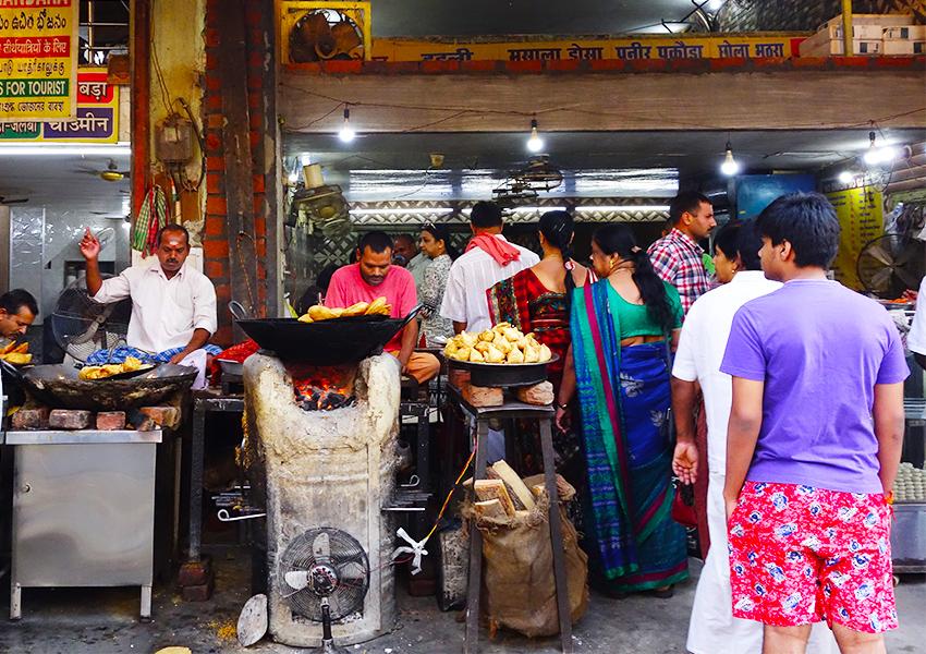 Уличная еда в Варанаси
